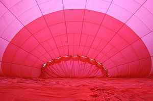 Roodroze Luchtballon