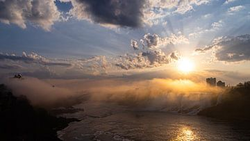 Zonsopgang bij de Niagara watervallen van Floris van Woudenberg
