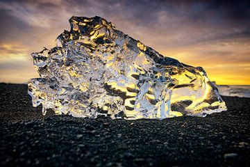 IJsvorm in de zonsopkomst van Sjoerd van der Wal