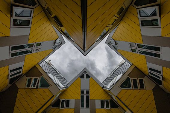 Donkere Wolken boven de Kubuswoningen in Rotterdam van Martijn Smeets
