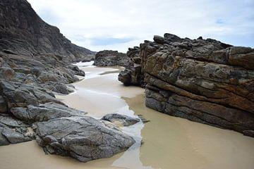 Strandrotsen Fraser Island  van Britt Lamers