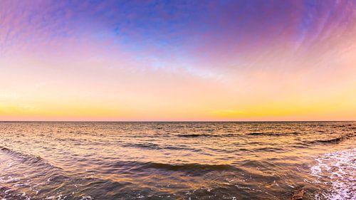 Sunset at the ocean van