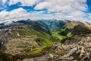 Uitzicht op Geiranger vanaf Dalsnibba in Noorwegen