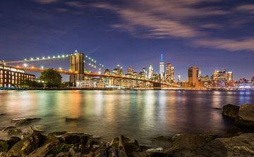 Brooklyn Bridge en Manhattan van Peter Postmus