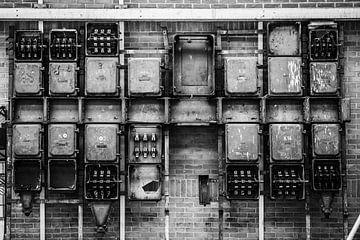 Steckdose in alter Fabrik von Bart Rondeel