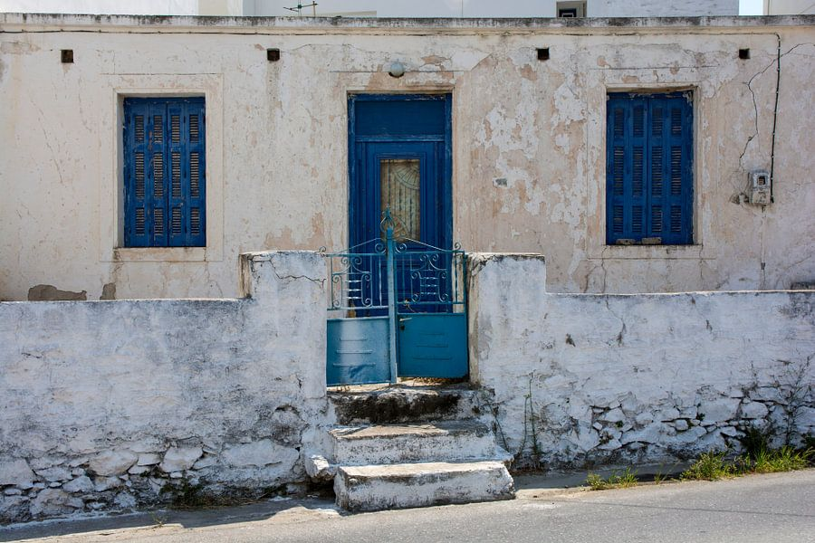 Facade in Greece van Robert Beekelaar
