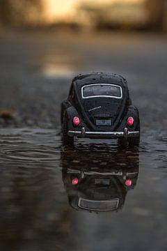 Driving home miniatuur VW -kever van John van de Gazelle