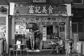 Restaurant met terrasje Hongkong van Inge Hogenbijl