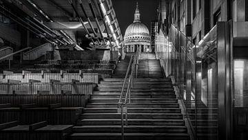 Schwarz-Weiß: Treppe zur St. Paul's Cathedral von Rene Siebring