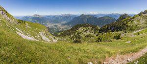 Panorama vanaf de Sambuy bij het meer van Annecy in de franse Alpen