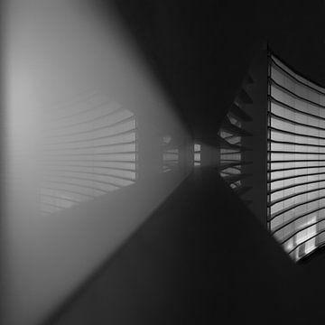 lijnen en reflecties in een  tunnel van licht van