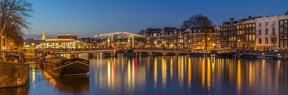 Magere Brug en de Amstel in Amsterdam in de avond - 1