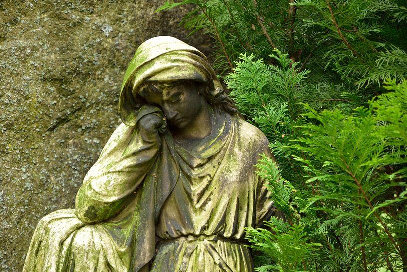 Statue of a holy van Marcel Ethner