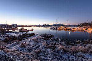 Idyllisch ochtendlicht op aanlegsteiger in Langoya, Noorwegen