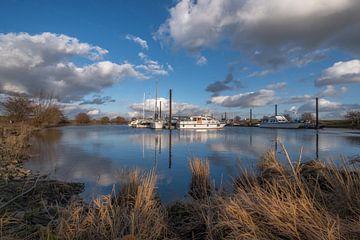 Haven met prachtige wolkenlucht van Moetwil en van Dijk - Fotografie
