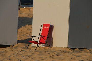 eenzame strandstoel van Corinna Vollertsen