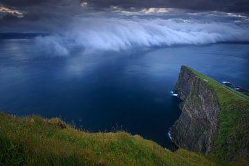 Kliffen en wolken, Faeröer eilanden