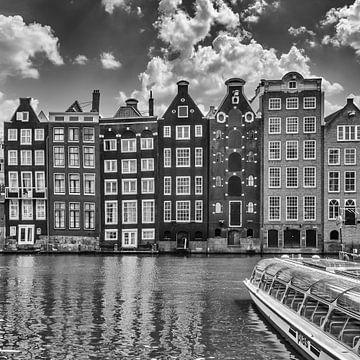 AMSTERDAM Damrak mit tanzenden Häusern | Monochrom von Melanie Viola