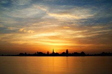 Sunset at a lake von Peet Romijn