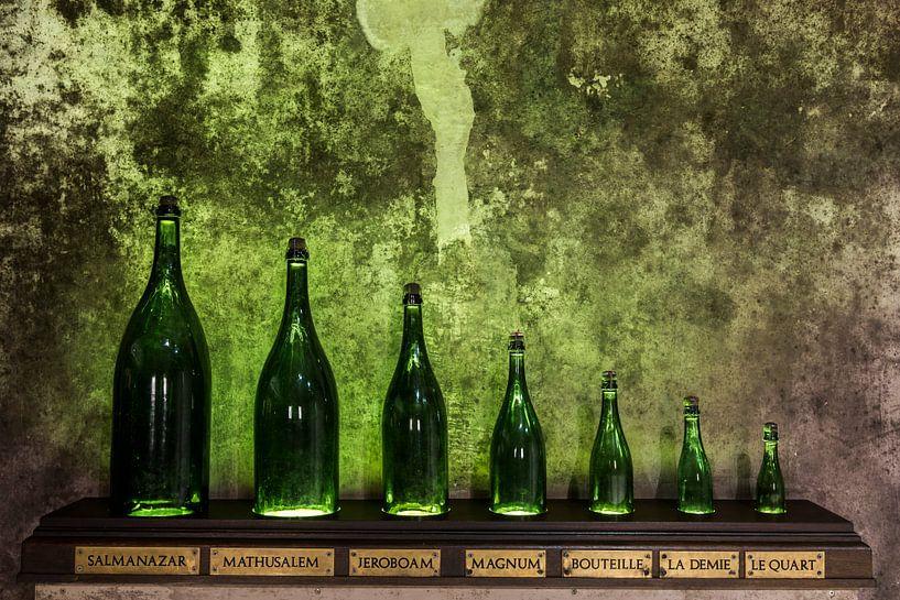 Verschillende maten Champagne flessen van Daan Kloeg