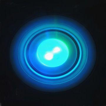 Minimalismus in Blau von Maurice Dawson