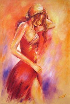 Verleidelijk meisje in een rode jurk van
