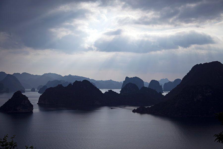 Halong Bay Vietnam van b- Arthouse Fotografie