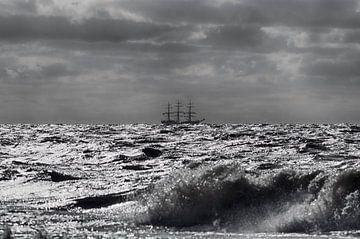 Driemaster op volle zee van