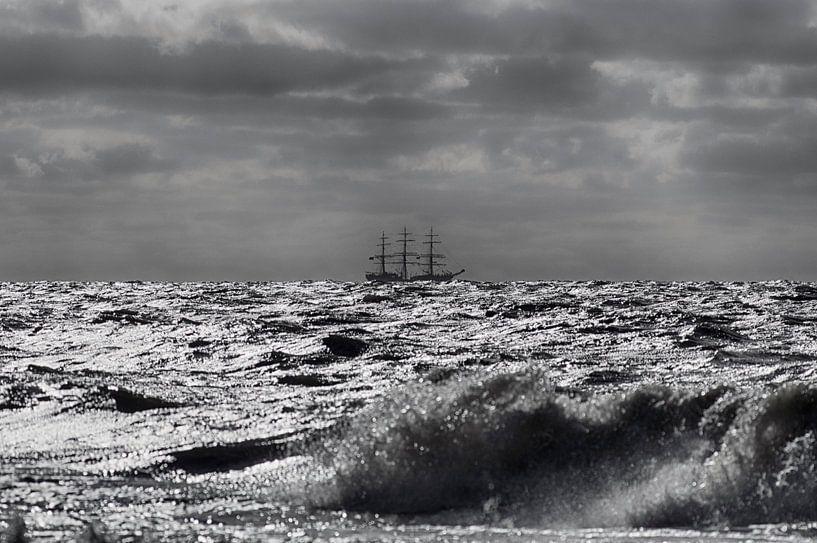Driemaster op volle zee van Rob De Jong