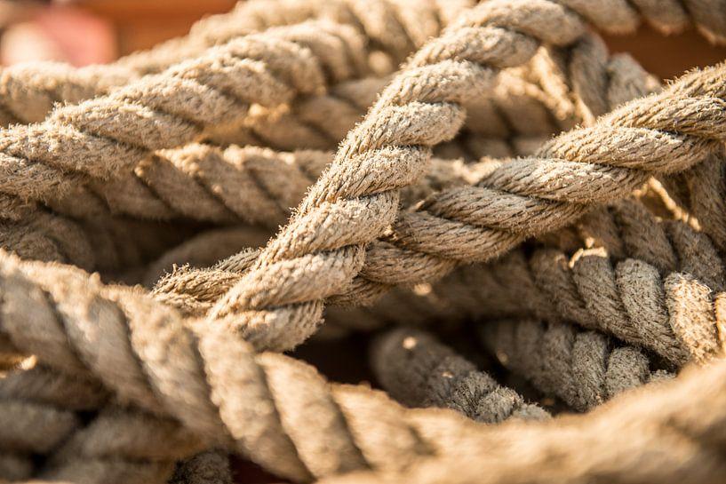 Touwen op een zeilboot van Barbara Koppe