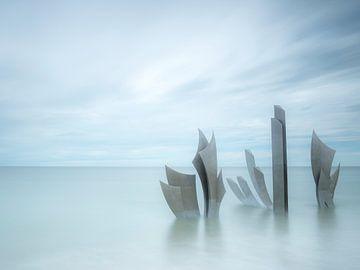 Monument Les Braves bij Omaha Beach van Arina Keijzer