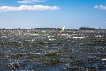Windsurfen op het Veerse Meer in Nederland van Rik Pijnenburg
