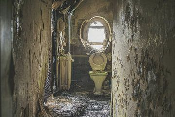 Verlassene Toilette von Ivana Luijten
