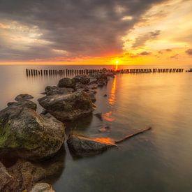 Zonsopkomst aan de IJsselmeer in Enkhuizen van Ardi Mulder
