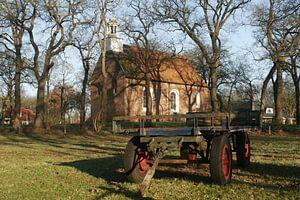 kerk met boeren kar
