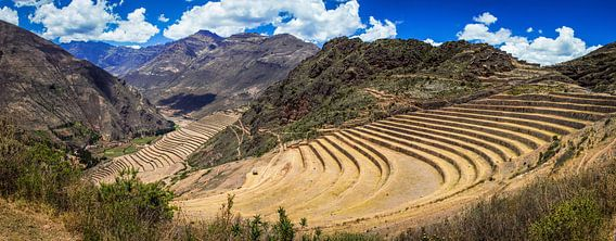 Panorama van de Incaterrassen bij Moray, Peru