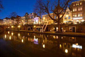 Oudegracht in Utrecht tussen Jacobibrug en Viebrug sur Donker Utrecht