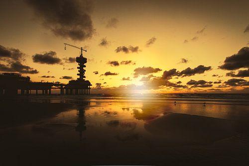 De Scheveningse Pier bij zonsondergang van