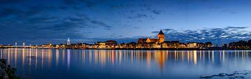 Abendpanorama der Skyline der Stadt Kampen von Sjoerd van der Wal