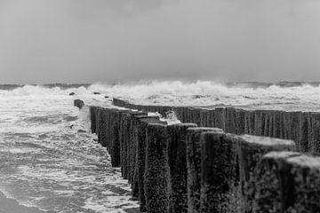 Storm aan zee (Domburg) van Erik Wouters
