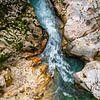 De rotsen die worden uitgesleten door de rivier van Leontine van der Stouw thumbnail