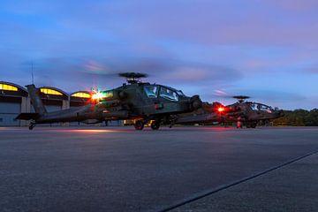 Twee Apache helikopters klaar voor een nieuwe missie van Jimmy van Drunen