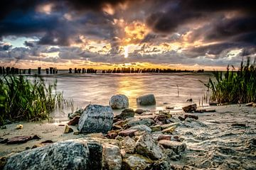 Niederländischer bewölkter Himmel über dem Meer von Fotografiecor .nl