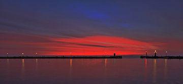 Licht en kleur aan 2 kanten van de horizon van Jack Tol