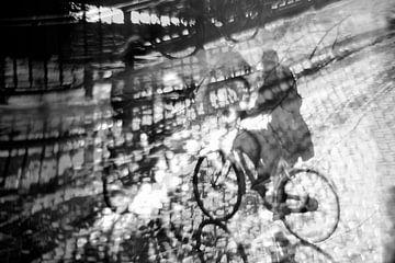 Sonnige Radfahrer in Amsterdam von Marianna Pobedimova