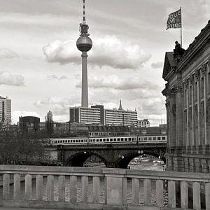 Bode-Museum mit Blick auf Berliner Fernsehturm