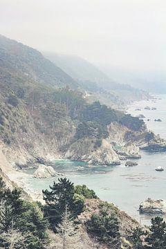 Californische kust in de mist van