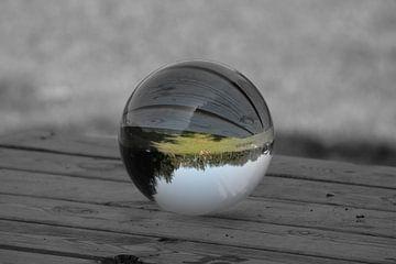 Kristallkugel auf dem Tisch von Betty Heideman
