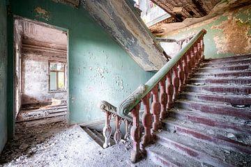 Treppe im Verlassenen Palast. von Roman Robroek