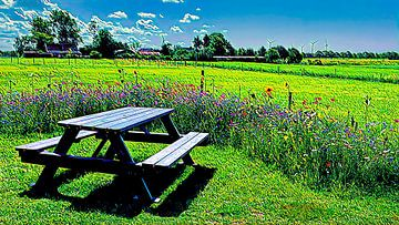 Picknick tafel omgeven met bloemenpracht van Digital Art Nederland